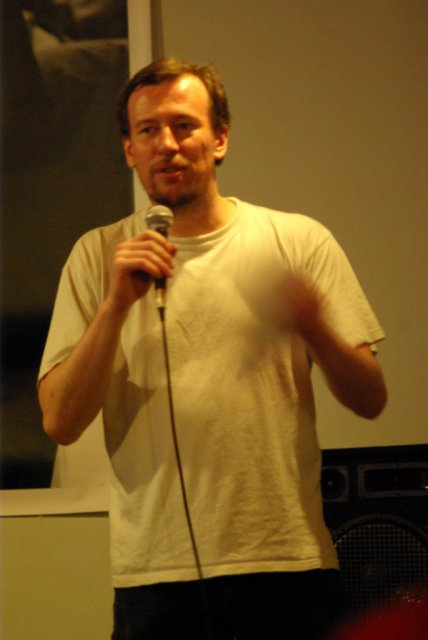 Václav pracuje s davem